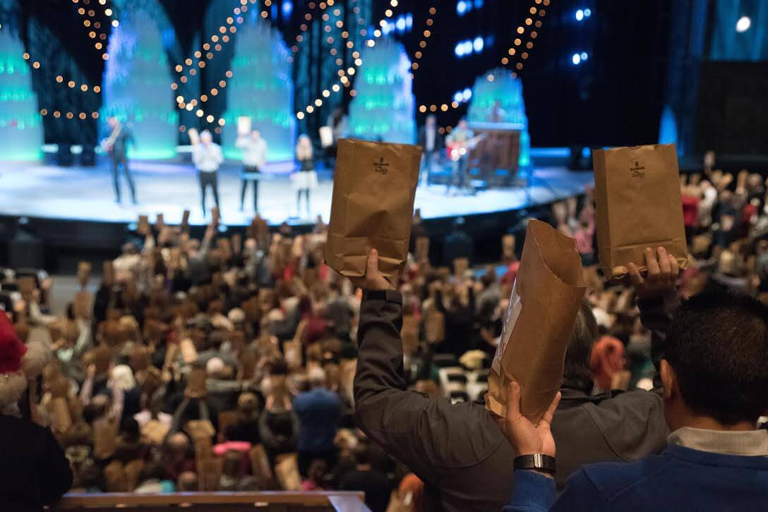 the chicago tribune wrote hybels said church members and elders began talking then about trying to expand the program with the goal of sending a christmas - Christmas At Willow Creek
