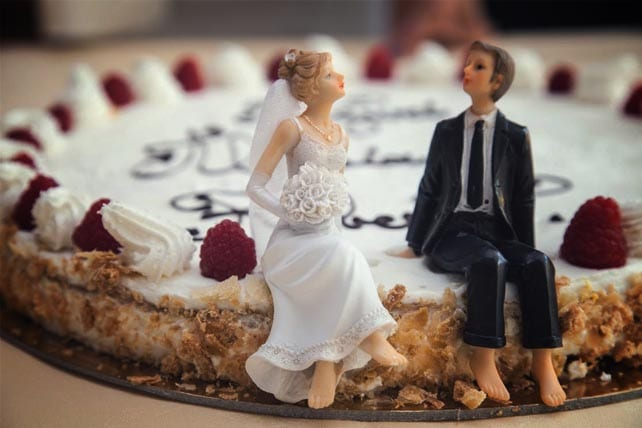 4 Signs of Divorce (Hint: It Involves the Wedding Cake)
