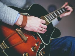What Does a Full-Time Worship Minister Do?
