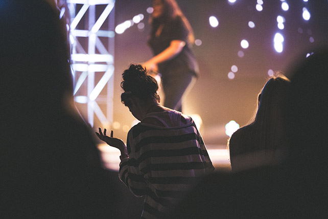 Do Men and Women Worship Differently?