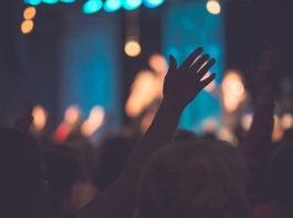 lifting of hands in worship
