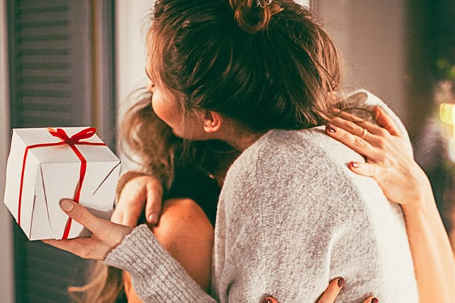 6 Simple Ways to Love Your Neighbors This Holiday Season